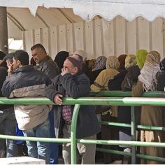 ירושלים המזרחית - תור לסניף הביטוח הלאומי. צילום: ריטה יורקוביץ'