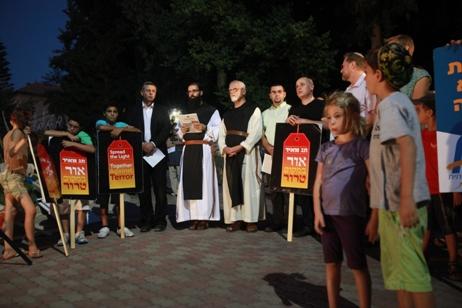 אירוע תג מאיר – מפגש של נציגי שלוש הדתות במנזר בלטרון לאחר חילול המנזר והצתת דלתו. צילום: יוסי זמיר