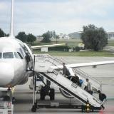 אילוסטרציה - עולים למטוס. צילום: טל דהן