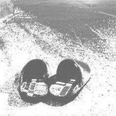 אילוסטרציה: נעלי בית ברחוב