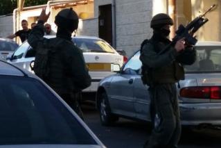 שוטרים רעולי פנים בירושלים המזרחית. צילום: חוסאם עאבד