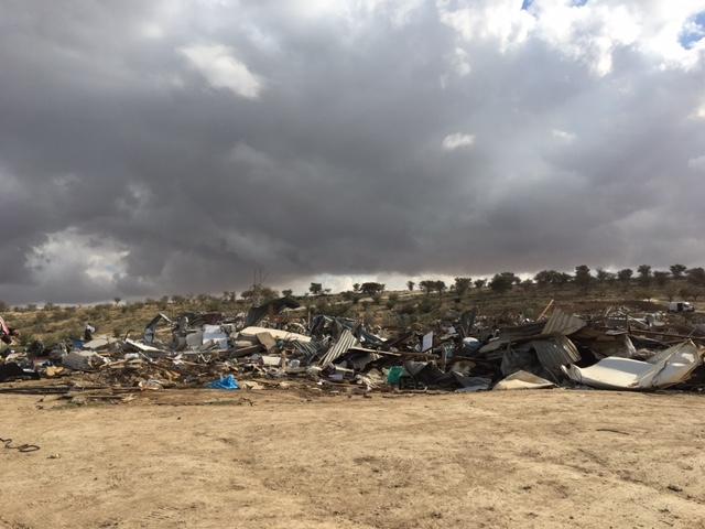 הריסות באום אלחיראן, ינואר 2017. צילום: שרון אברהם-ויס